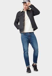 TOM TAILOR DENIM - CONROY TAPERED  - Jeans Tapered Fit - dark blue denim - 1