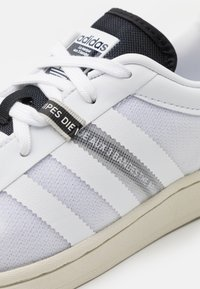 adidas Originals - SUPERSTAR UNISEX - Sneakers laag - footwear white/core black - 7