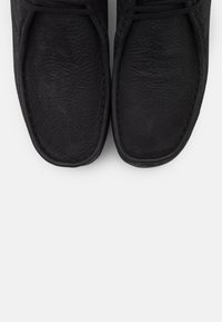 Clarks Originals - WALLABEE WEDGE - Nauhakengät - black - 5