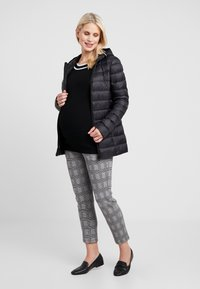 Zalando Essentials Maternity - Dunjakke - black - 1