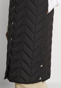 Pieces - PCFAWN LONG QUILTED VEST - Waistcoat - black - 4