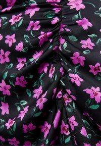 Bershka - MIT BLUMENPRINT - A-line skirt - black - 5