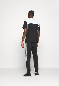 adidas Originals - CLASSICS  - Jogginghose - black/white - 2