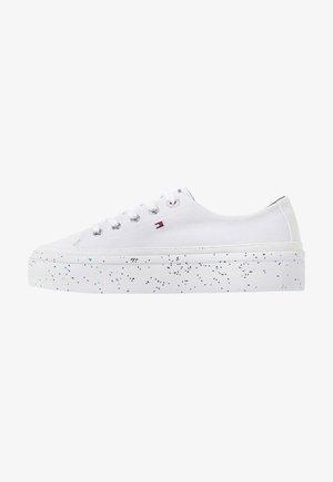 GLITTER FLATFORM SNEAKER - Sneaker low - white