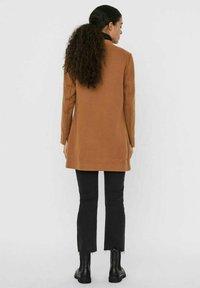 Vero Moda - Cappotto corto - tobacco brown - 2