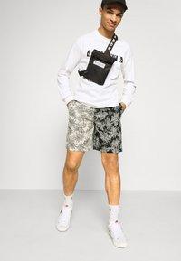Sixth June - TROPICAL - Shorts - black/white - 3