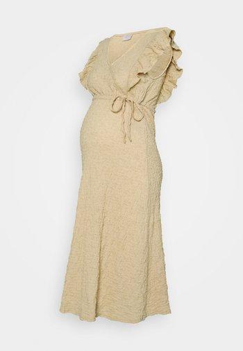 PCMTAMIA DRESS - Maxi šaty - almond buff