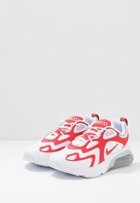 Nike Sportswear - AIR MAX 200 - Sneakersy niskie - white/university red/metallic silver - 2