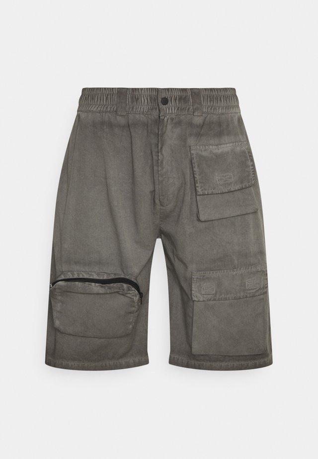TRIPLE POCKET WORKWEAR - Shorts - grey