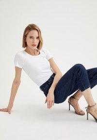 DeFacto - T-shirt basic - white - 4