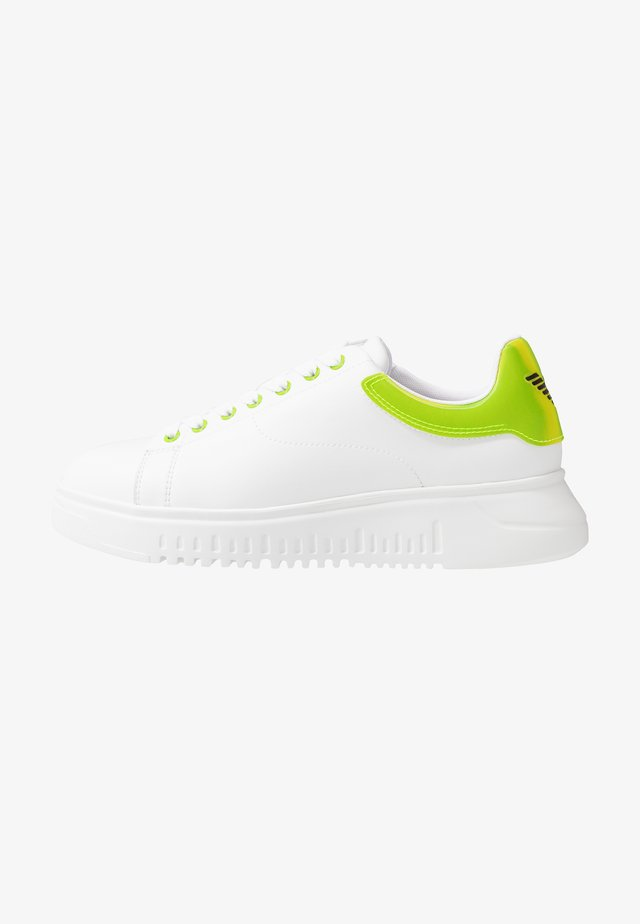 Trainers - plaster/white/green