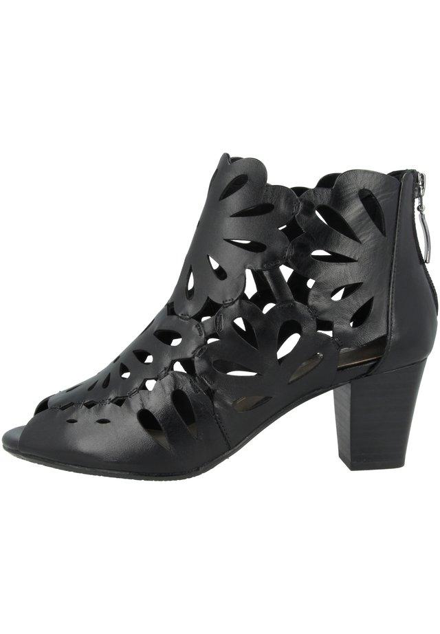 LOTTA  - Korte laarzen - black