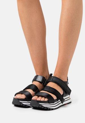 MAXI - Sandály na platformě - black