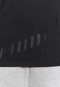 Reebok - BURNOUT TEE - T-shirt con stampa - black - 3