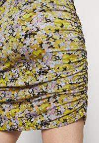 Vero Moda Curve - VMEIRO KNEE DRESS  - Pouzdrové šaty - fir green - 6