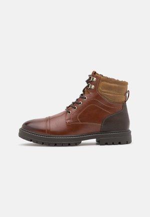 VEGAN TALLIN - Lace-up ankle boots - cognac