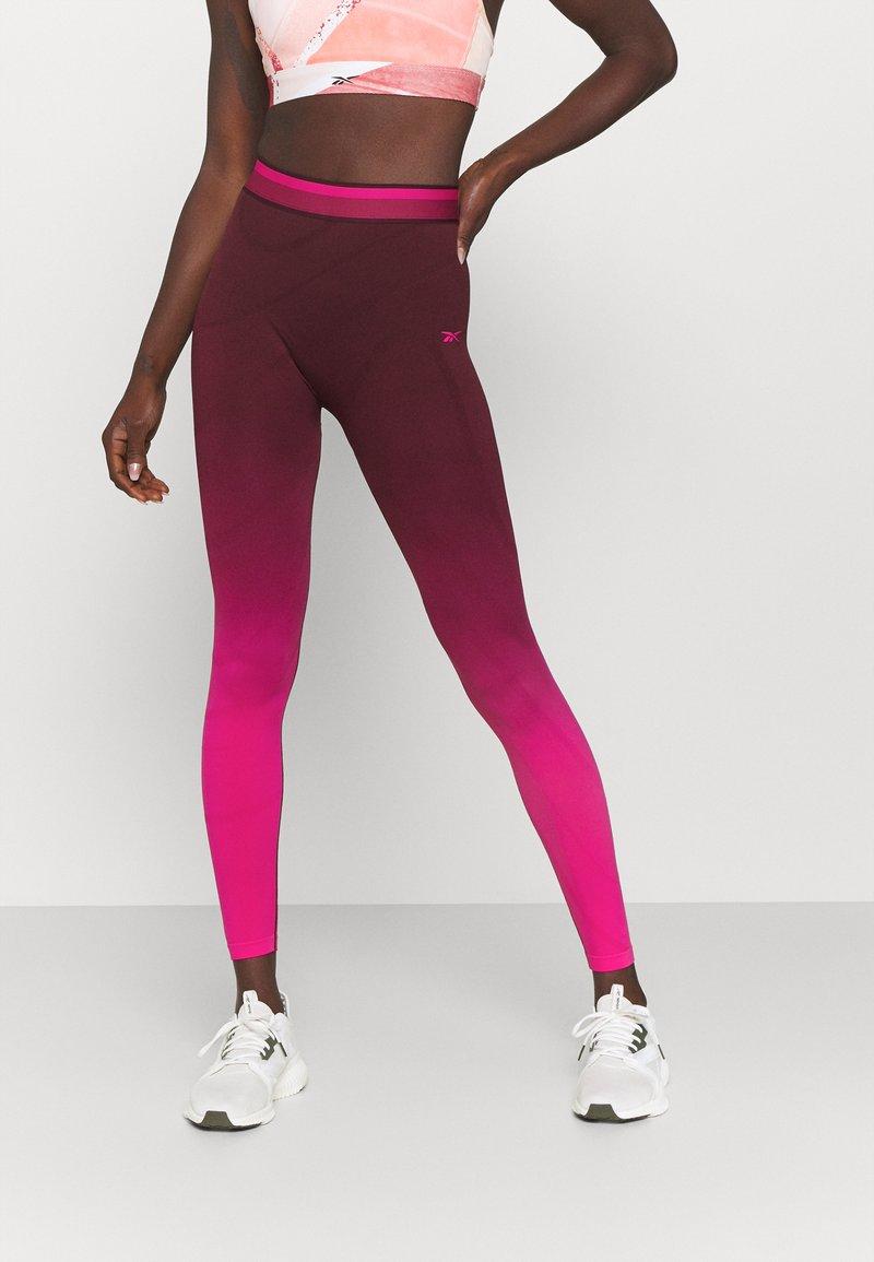 Reebok - SEAMLESS - Collants - maroon/pursuit pink