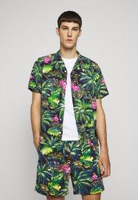Polo Ralph Lauren - PRINTED - Camisa - green/dark blue - 2