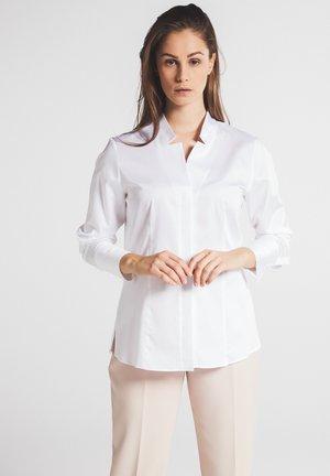 FITTED WAIST - Skjortebluser - weiß