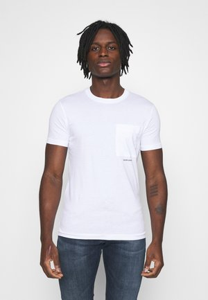 MICRO BRANDING POCKET TEE - Print T-shirt - bright white
