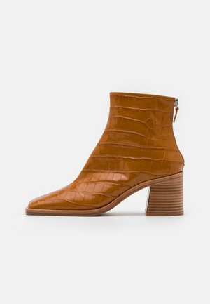 IVY TAWNY - Ankle boots - brown
