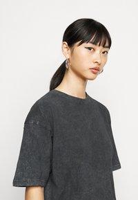 Missguided Petite - DROP SHOULDER OVERSIZED 2 PACK - Basic T-shirt - black - 4