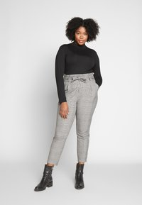 Vero Moda Curve - VMEVA LOOSE PAPERBAG CHECK - Trousers - grey - 1