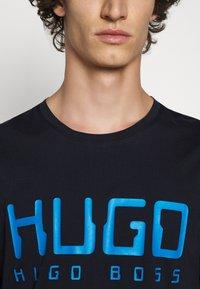 HUGO - DOLIVE - Print T-shirt - dark blue - 5