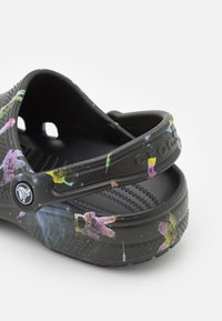 Crocs - CLASSIC OUT OF THIS WORLD - Zuecos - black - 5