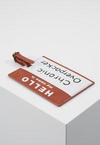 TYPO - LUGGAGE TAG EYEMASK SET - Travel accessory - copper/black - 2