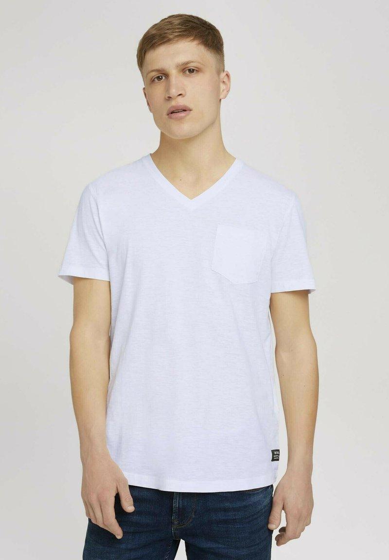 TOM TAILOR DENIM - MELIERTES MIT BRUSTTASCHE - Basic T-shirt - white