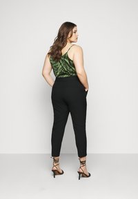 Selected Femme Curve - SLFDRIA CROPPED PANT - Trousers - black - 2