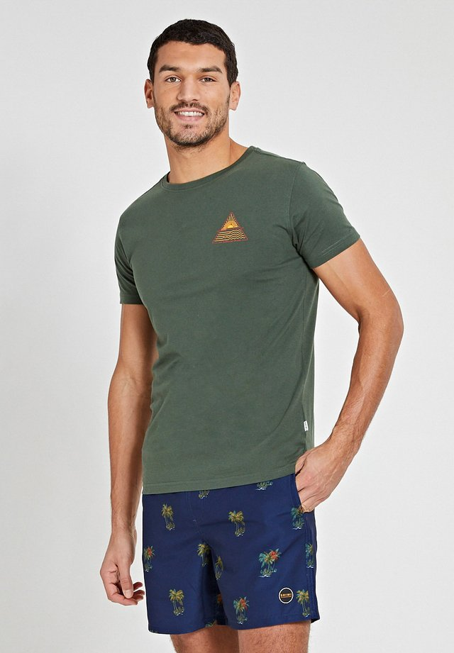 SUNSHINE TRIANGLE - T-shirt imprimé - cilantro