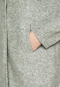 Vero Moda Curve - VMKATRINE - Kort kåpe / frakk - black/forest melange - 5