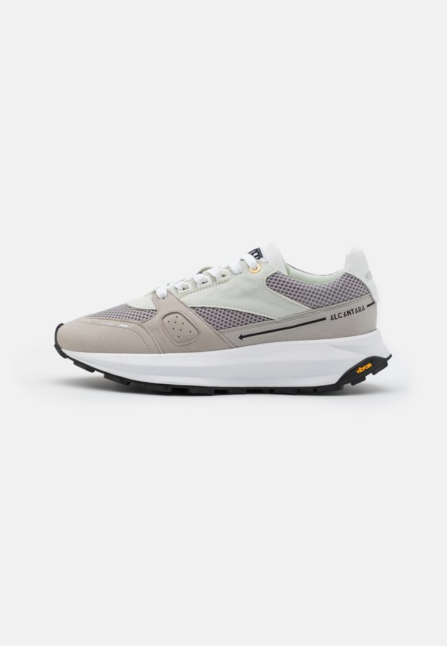 RACER LUX - Sneakers laag - white/grey