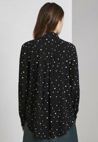 TOM TAILOR DENIM - Camisa - black/white - 2