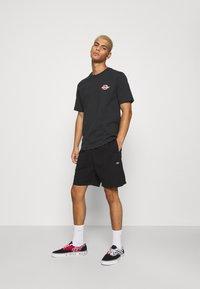 Dickies - PELICAN RAPIDS - Shorts - black - 1