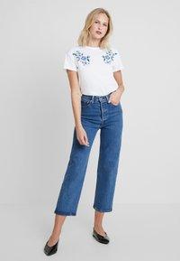 mint&berry - T-shirts med print - white/blue - 1