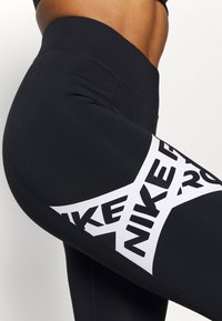 Nike Performance - 7/8 TROMPE  - Legginsy - black/white - 4