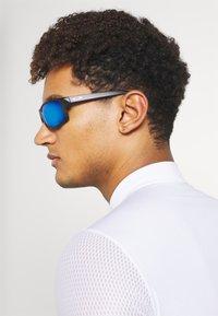 Oakley - GIBSTON UNISEX - Sunglasses - matte black w/prizm sapphire polarized - 0