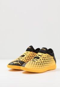 Puma - FUTURE 5.4 IT - Indoor football boots - ultra yellow/black - 2