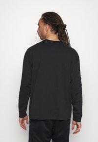 Nike Performance - T-shirt med print - black - 2
