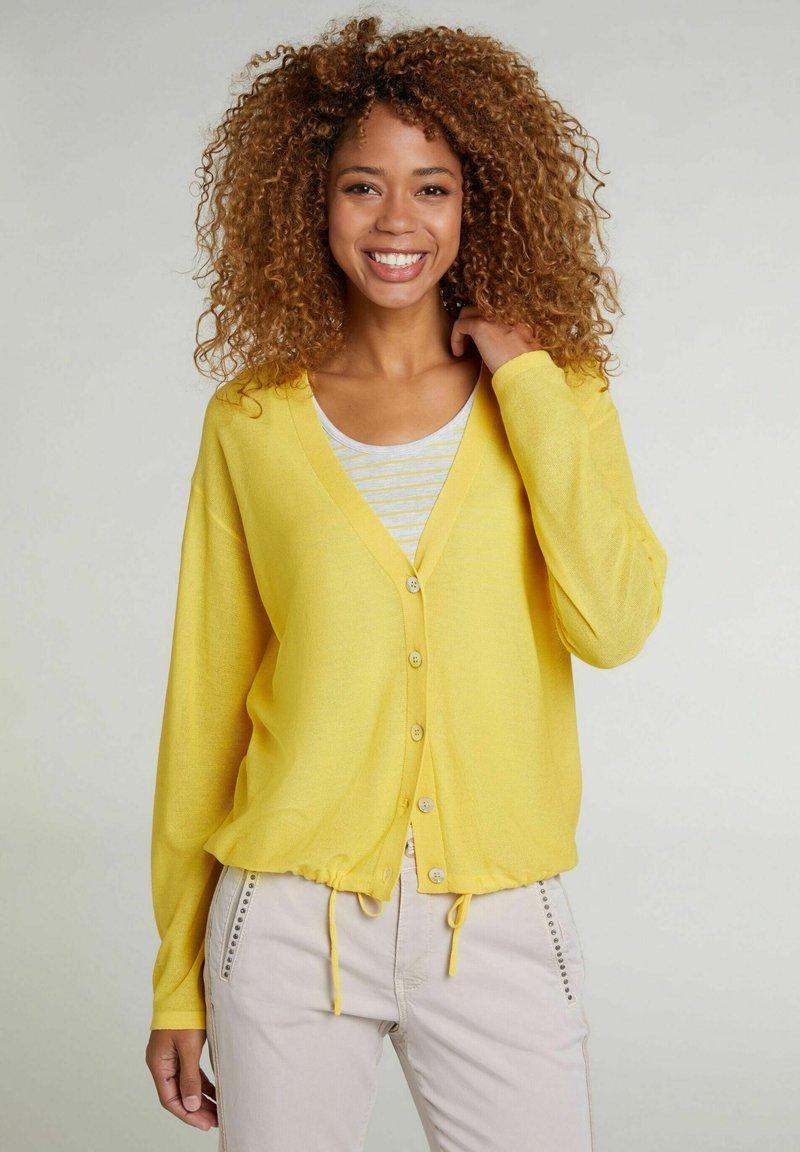 Oui - MIT TUNNELZUG - Cardigan - primrose yellow