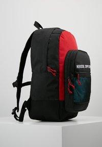 Herschel - KAINE - Batoh - black/red - 3