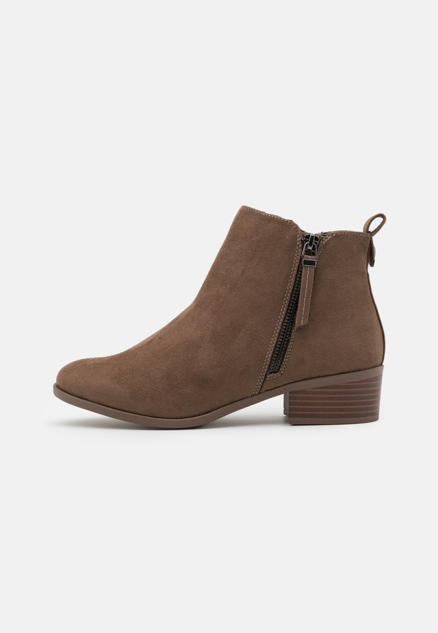 WIDE FIT MACRO SIDE ZIP  - Ankle boots - tan
