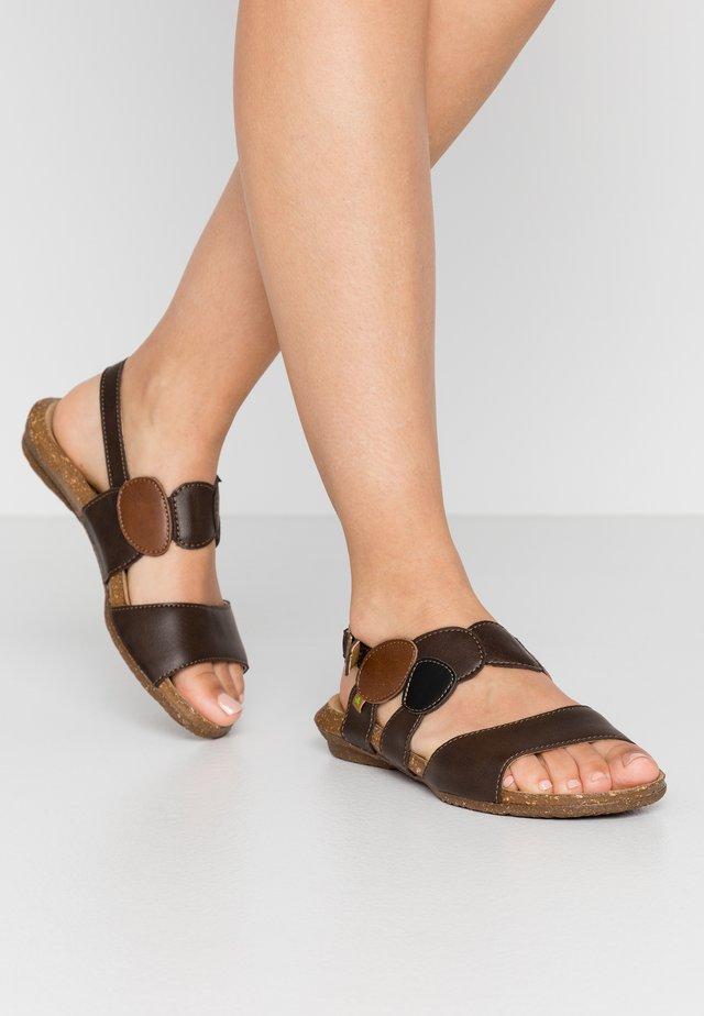 WAKATAUA VEGAN - Sandaalit nilkkaremmillä - brown
