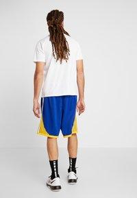 Nike Performance - NBA GOLDEN STATE WARRIORS SWINGMAN SHORT - Sports shorts - rush blue/white/amarillo - 2