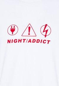 Night Addict - NAPIRATE - T-shirt med print - white - 6