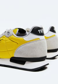Pepe Jeans - BRITT MAN BASIC - Sneakers - ocre - 4
