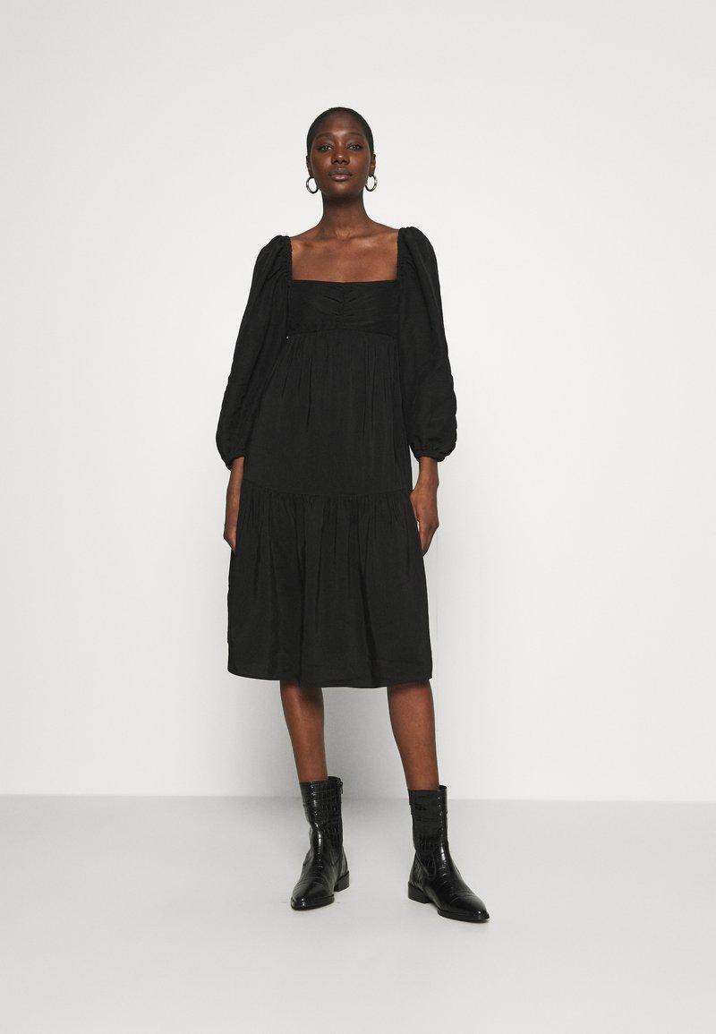 ARKET - Denní šaty - black
